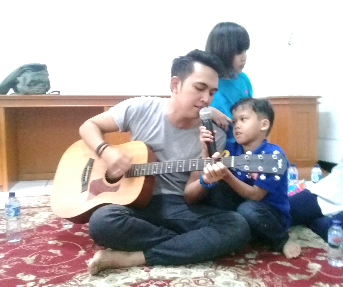Lylla Band Rayakan Ulang Tahun di Yayasan Sayap Ibu Jakarta